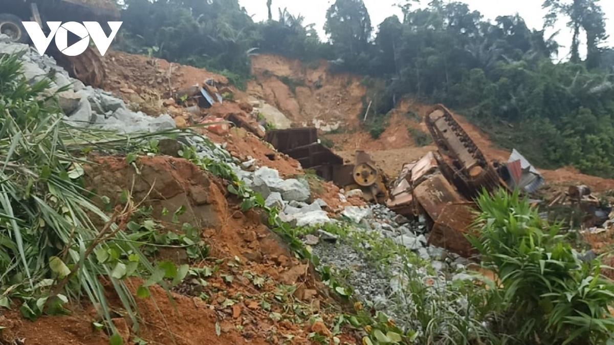 Construction staff working at the power plant have been buried by falling debris from the landslide.