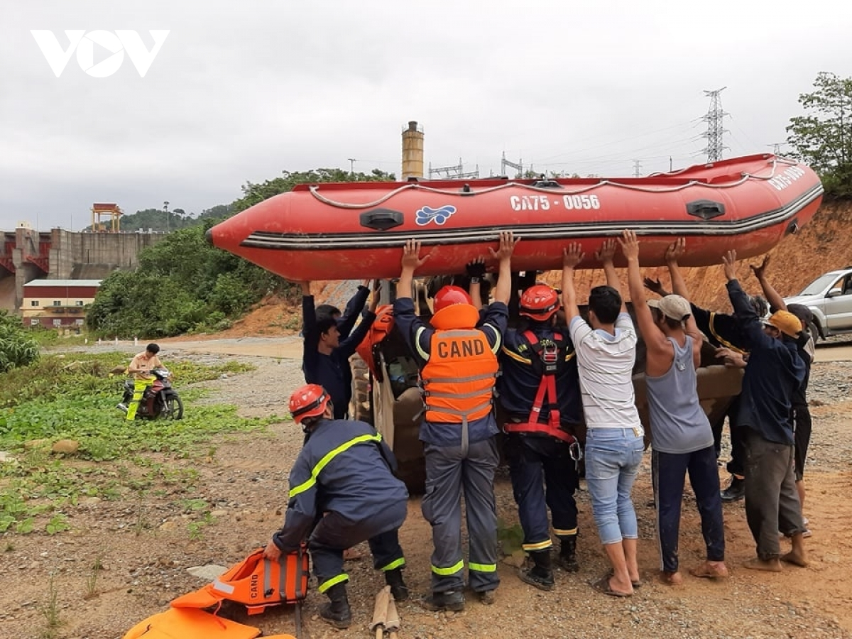 Rescuers make use of canoes as they search the landslide-prone area for victims