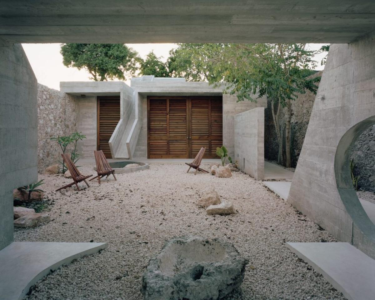 Mọi thứ theo kiểu thô sơ, mộc mạc nhưng lại khá ấn tượng, kích thích sự tò mò cho người xem.