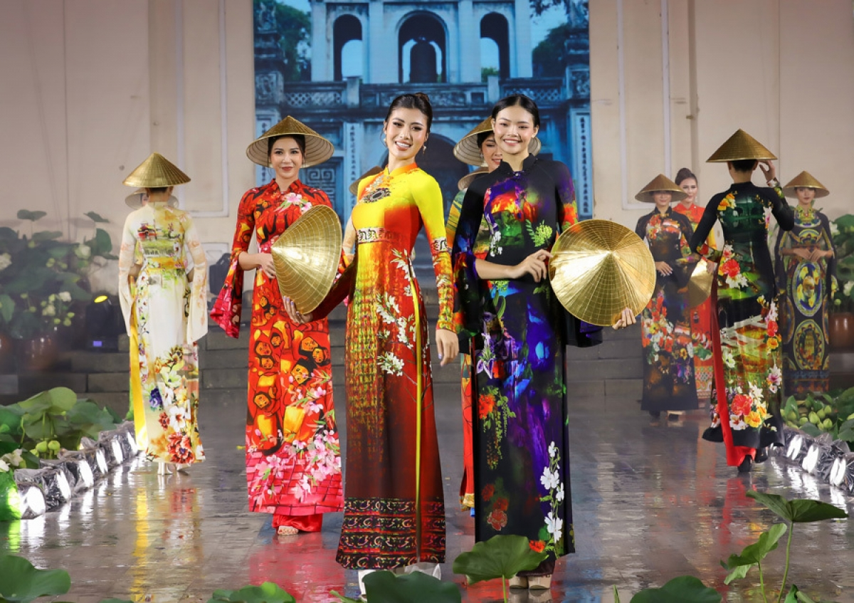 The seventh version of the Ao Dai Festival opens at the Vietnam History Museum in Ho Chi Minh City on October 11, following a series of postponements caused by the novel coronavirus (COVID-19) epidemic.