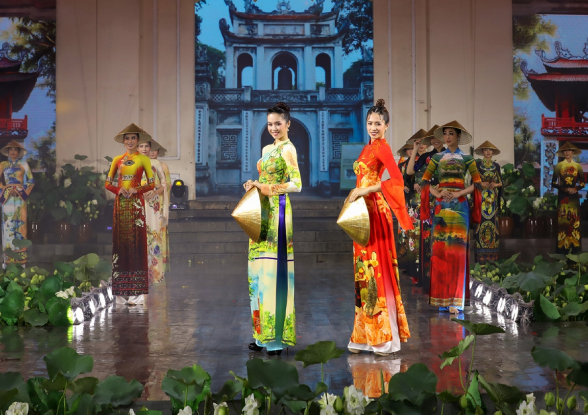 A wide range of activities are due to take place throughout the two-month event, including art performances, an Ao Dai fashion show held at various tourism hotspots and at schools, an online Ao Dai design competition, in addition to several other events.