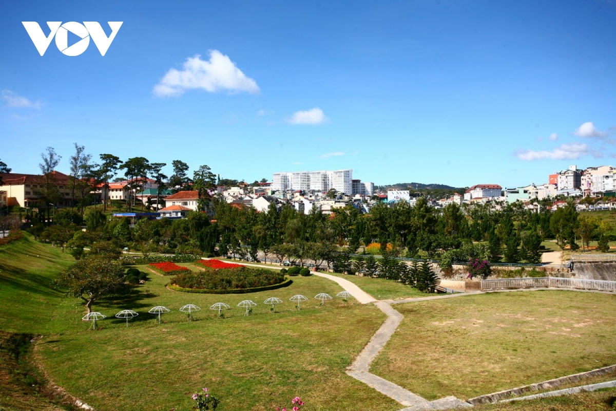 Visitors to Da Lat can enjoy cool air all year round, with the city proving to be a popular choice as a holiday destination.