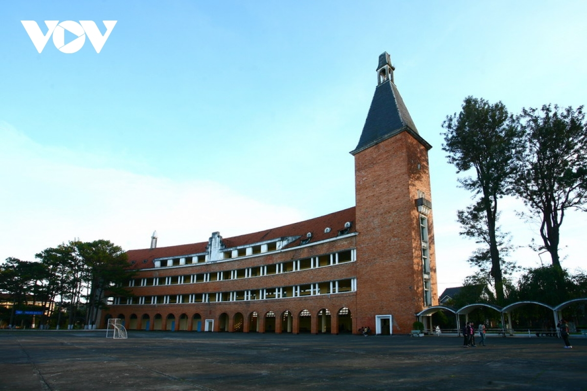 Da Lat Teacher's Training College is widely recognised by the International Union of Architects (UIA) as one of 1,000 unique pieces of architecture worldwide in the 20th century.