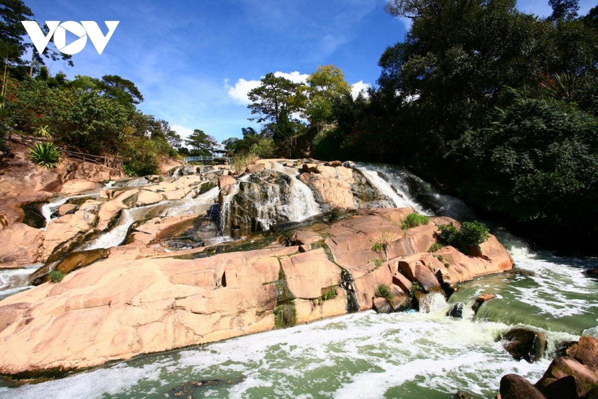 Cam Ly Waterfall proves to be a popular tourist attraction in the city.