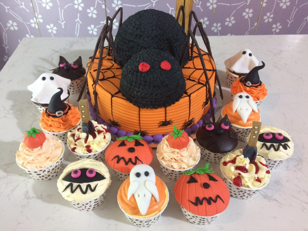 Domestic bakeries have become busy in recent days as many locals have ordered gateaux in order to celebrate Halloween.