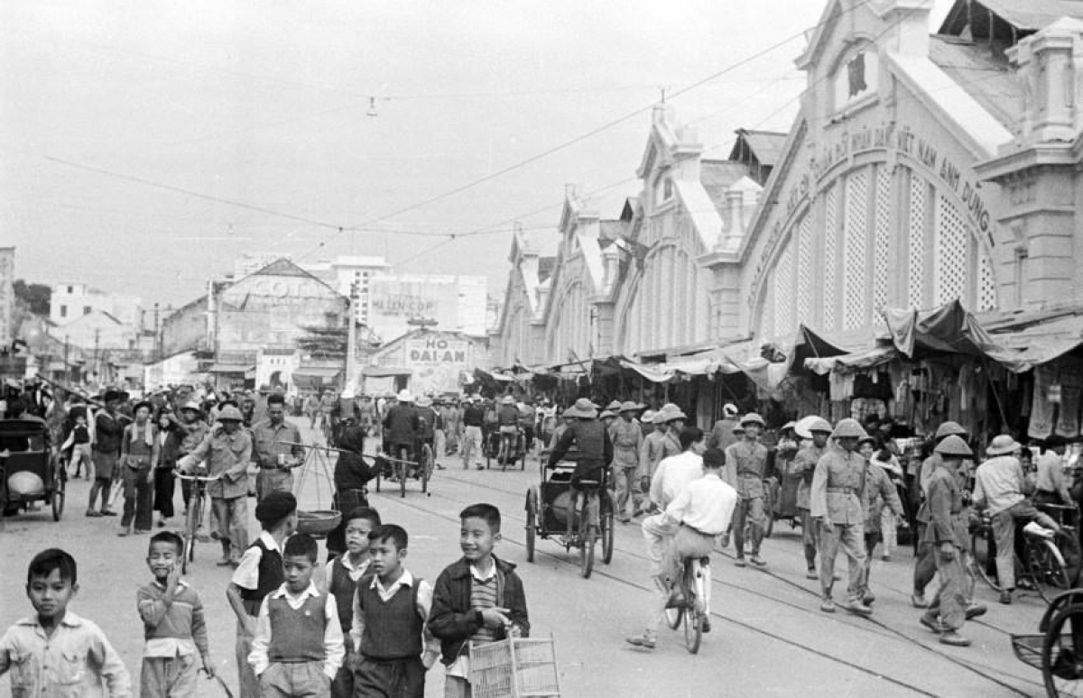 Dong Xuan market is bustling once again.