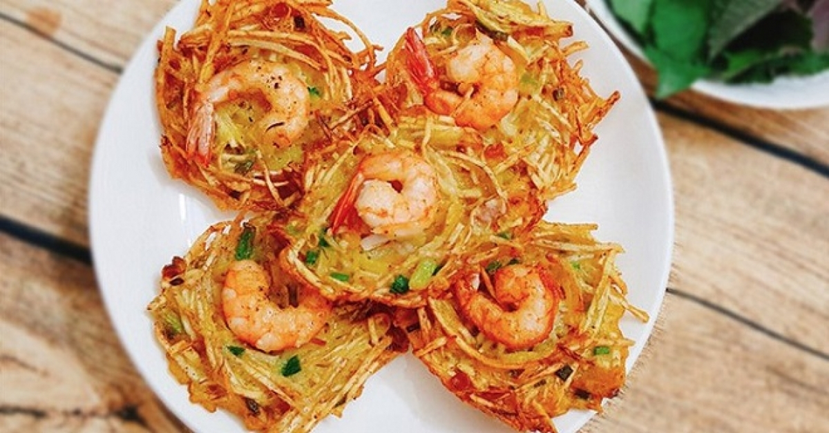 Banh Tom, Vietnamese sweet potato shrimp fritter, is made with sweet potato and with the shell of shrimps.