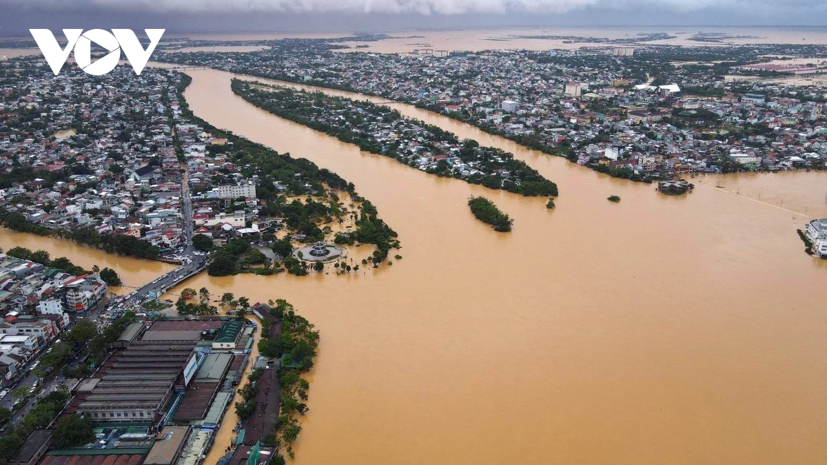 Approximately 53,400 houses in Hue have been left between 0.5 metres and 1.8 metres deep in water.