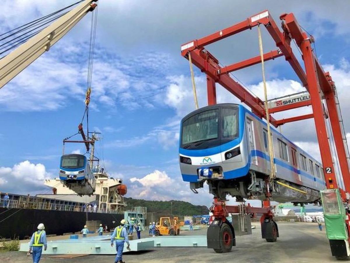The first batch of carriages departs Kasado port in Japan before arriving at Khanh Hoi port in HCM City. Once up and running, metro route No.1 from Ben Thanh Market in District 1 to Suoi Tien theme park in District 9 will feature a total of 17 trains, all of which are made in Japan. Each train will be 61.5 metres long and will be capable of carrying 930 passengers at a time.