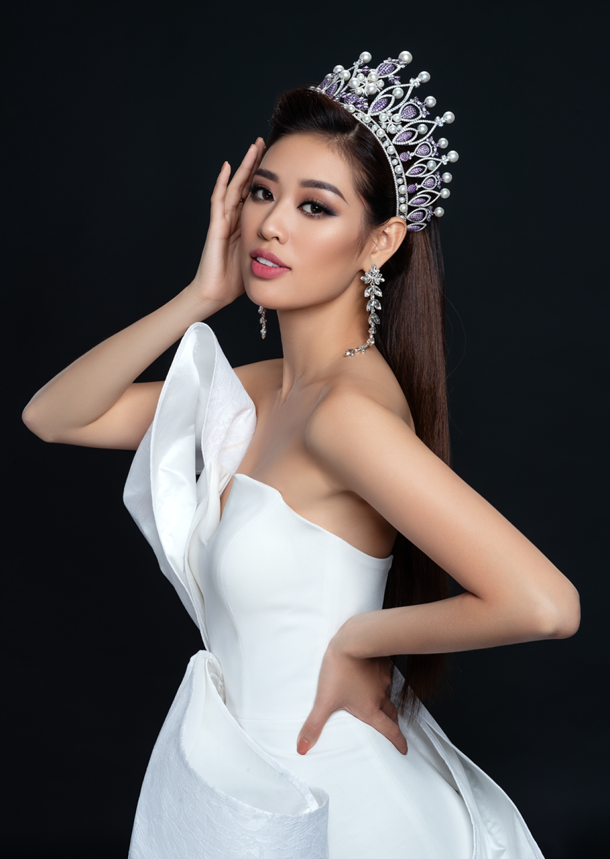 Whilst this year's Miss Universe 2020 pageant was canceled due to the impact of the novel coronavirus (COVID-19) pandemic, it has been rearranged for next year, with Khanh Van set to represent Vietnam in the beauty contest. The local beauty stands at 1.76 metres tall and measures 83-60-91. (Photo: Nguyen Long)