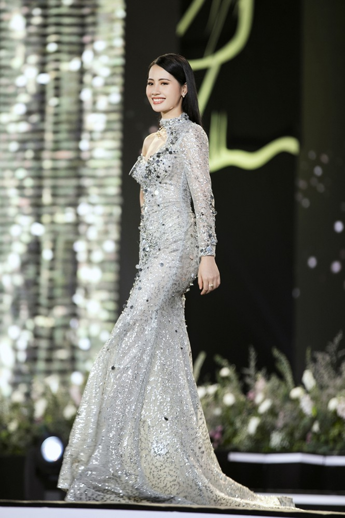 Nguyen Thi Thanh Thuy from Hai Phong city is 1.67 metres tall and measures 82-61–93.