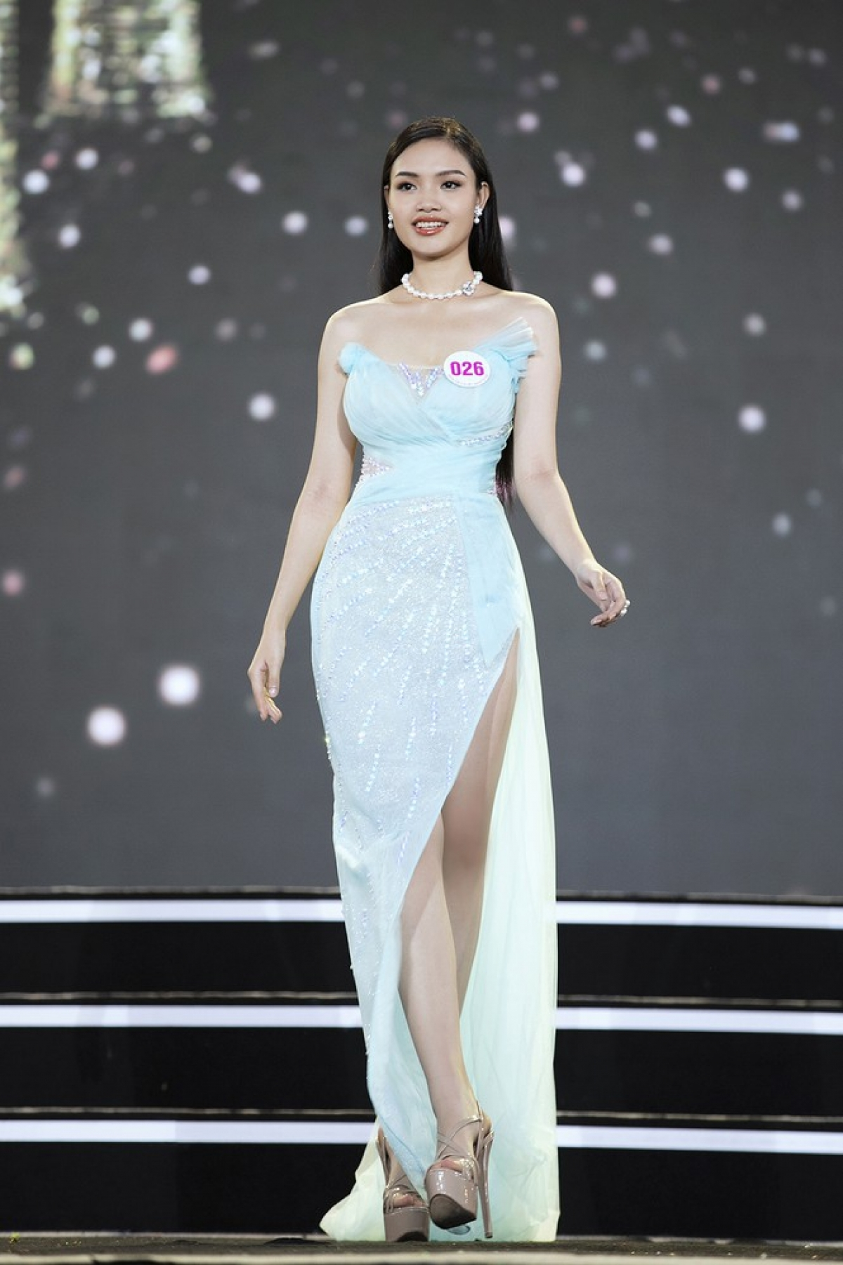 Nguyen Thi Phuong comes from Thanh Hoa province and is 1.73 metres tall with measurements of 84-60–90.
