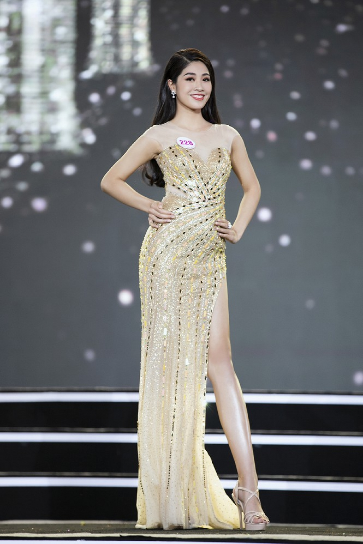 Dang Van Ly from Hai Duong province stands at 1.76 metres tall and measures 85-65–95.