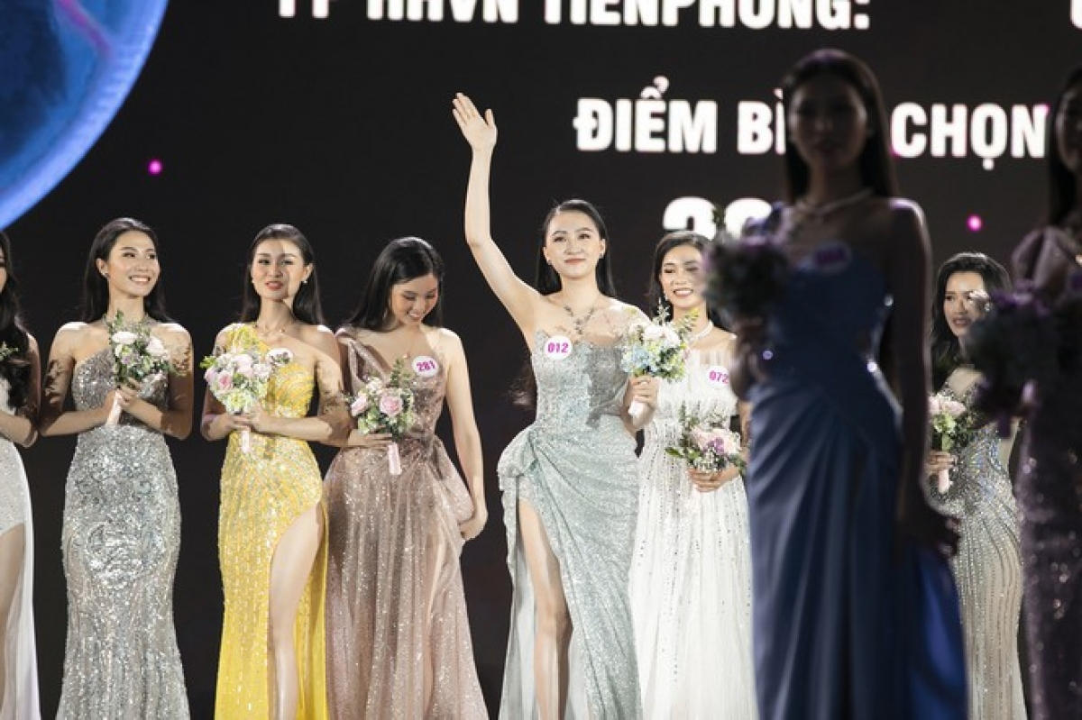 Hanoi native Kim Tra My is 1.68 metres tall and measures 85-60–88.