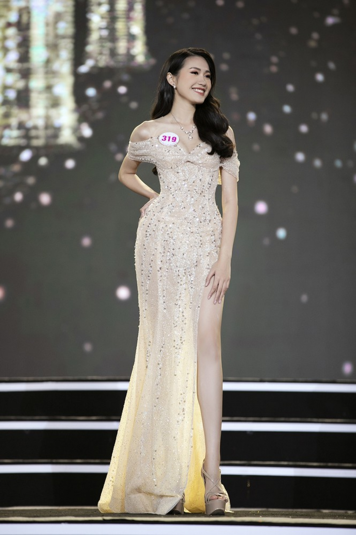 The girls from the northern region are among the 35 contestants who will compete in the final round of the national beauty contest. Let's take a look at the Top 15 northern entrants who put on an impressive performance during the recent semi-final show which was held in Hanoi. Doan Hai My from Hanoi stands at 1.67 metres tall with measurements of 76-58–89.