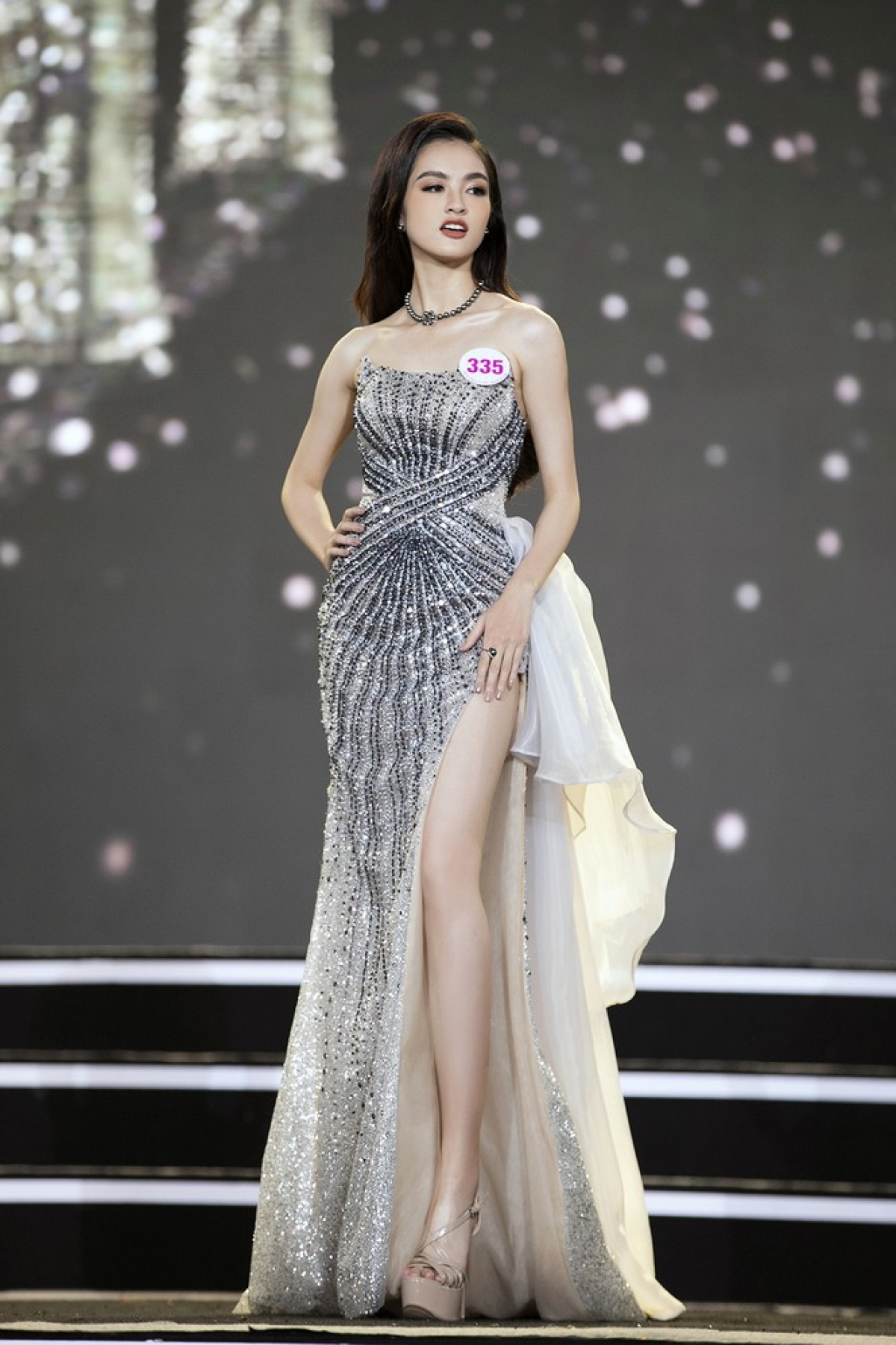 Nguyen Ha My is from Phu Tho province and is 1.64 metres tall and measures 75-61–88.