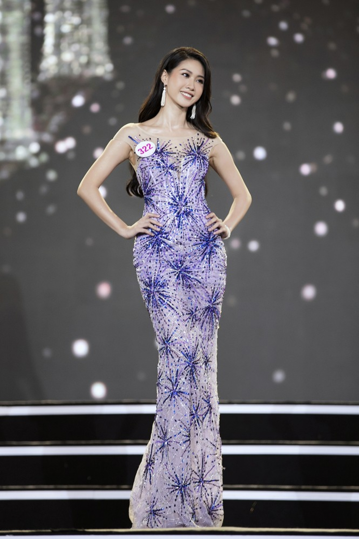 Pham Thi Ngoc Anh comes from Hanoi and is 1.70 metres tall with measurements of 77-59–91.