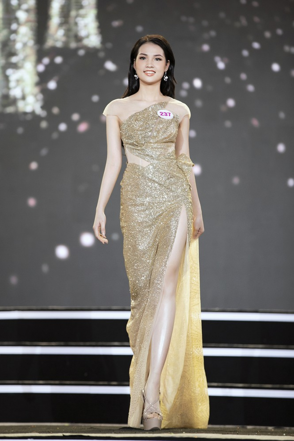 Nguyen Khanh Ly hails from Phu Tho province and is 1.68 metres tall with measurements of 80-62–88.