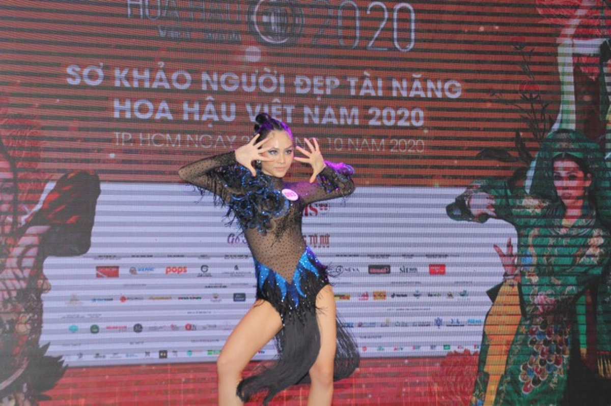Huynh Nguyen Mai Phuong concludes the competition with a dance sport performance.