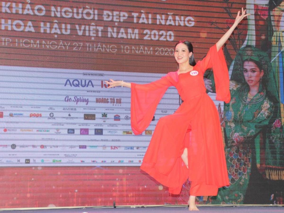 Nguyen Thi Tran Chau puts on a modern dance display.