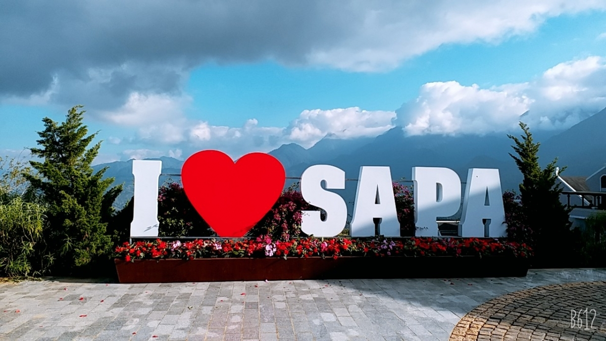 """The """"I love Sa Pa"""" tourism campaign has been jointly organised by local authorities and the Sa Pa tourism association, with the participation of numerous restaurants and hotels from the town."""