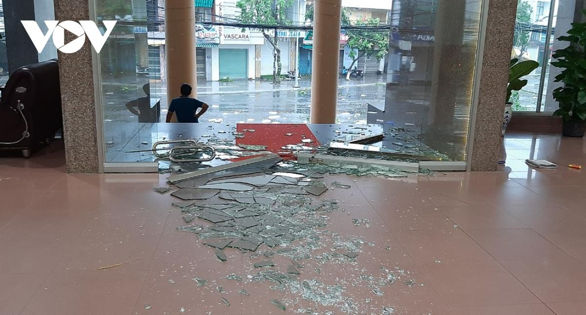 Strong winds cause any glass doors of a big building to shatter.