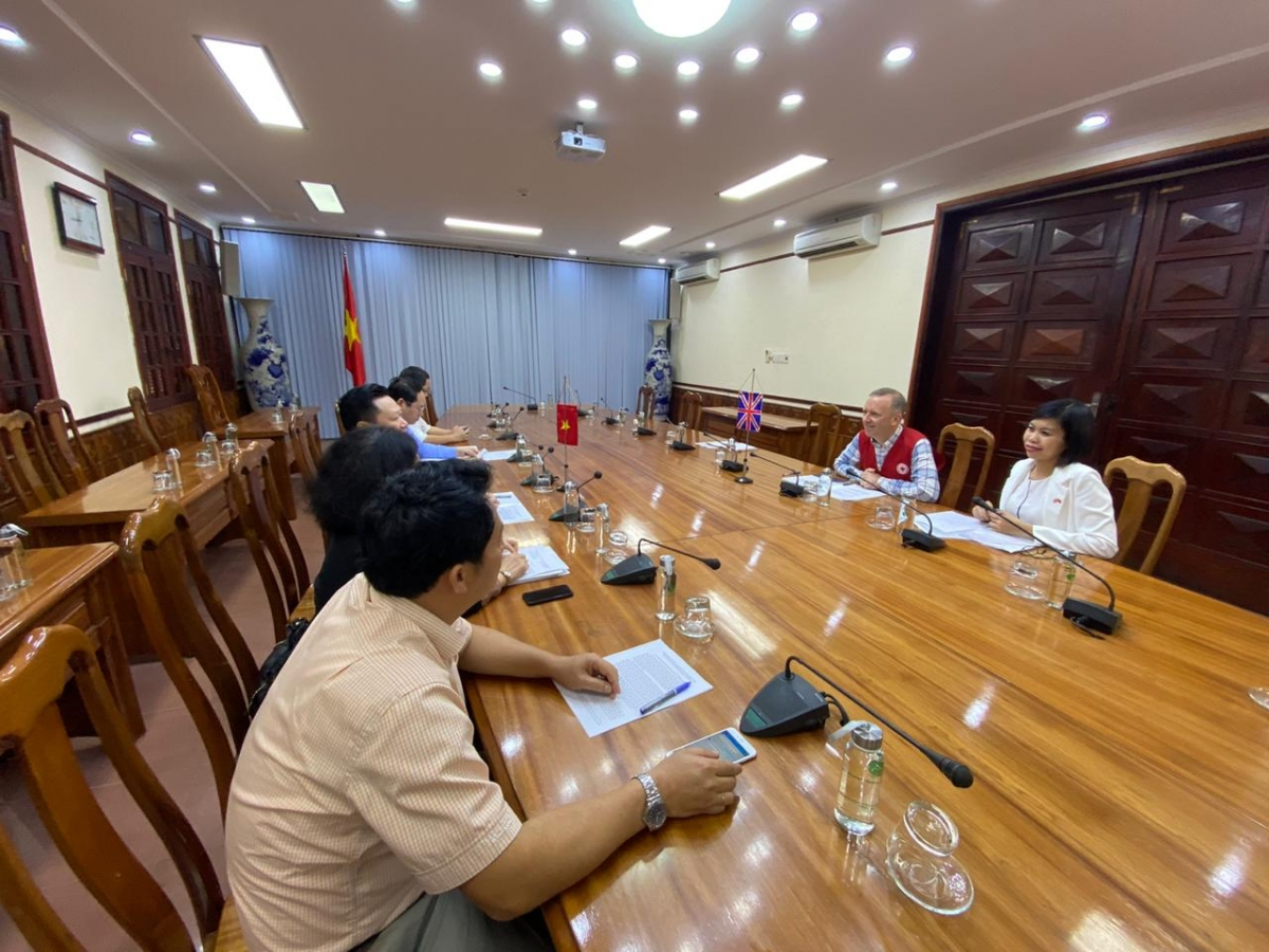 During the course of the meeting, the British diplomat extended his sincere condolences to the people of Quang Binh for their losses and the destruction of their property following periods of intense storms and flooding.