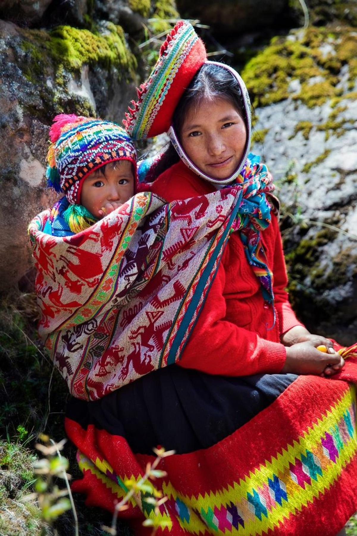 Bức ảnh được chụp gần dãy núi Andes, Peru ghi lại khoảnh khắc hai mẹ con Juliana và con trai Alex.