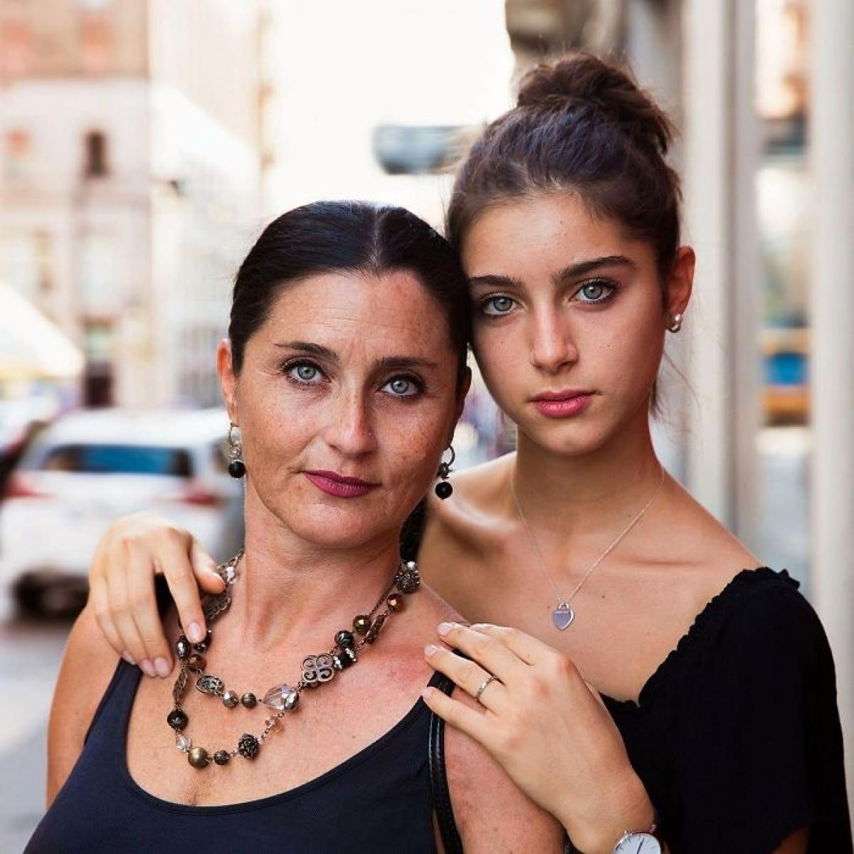 Trong ảnh là vũ công Caterina đến từ Ý, cô luôn nhận được sự giúp đỡ và ủng hộ từ mẹ của mình - Barbara.