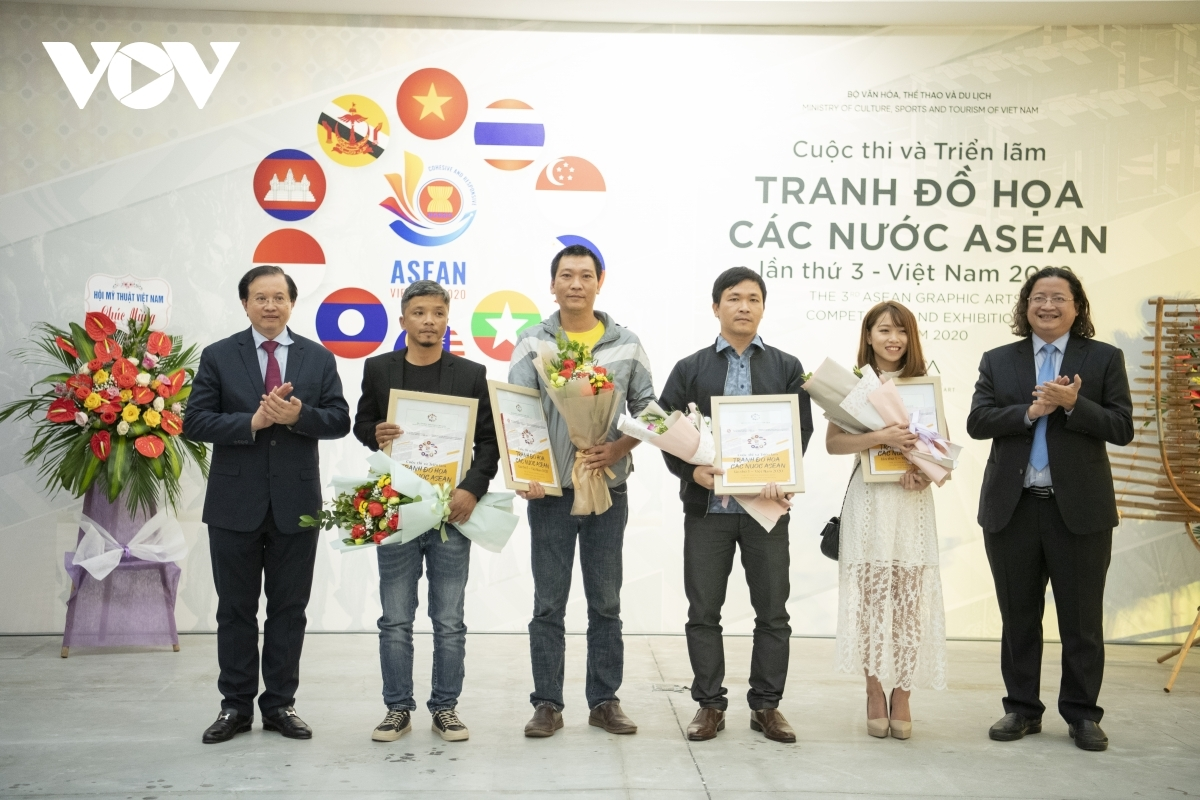 The first-place prize goes to a piece produced by a Thai painter, whilst the two second prizes go to painters from Thailand and Vietnam. Elsewhere, the three third-place prizes go to painters from the Philippines, Thailand, and Vietnam, whilst five consolidation prizes are also awarded.