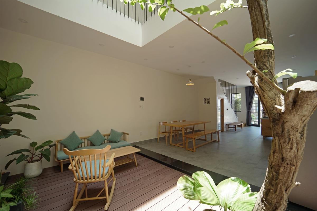 Tối giản mọi chi tiết cầu kỳ và gần gũi với thiên nhiên là điểm đặc trưng của căn nhà.