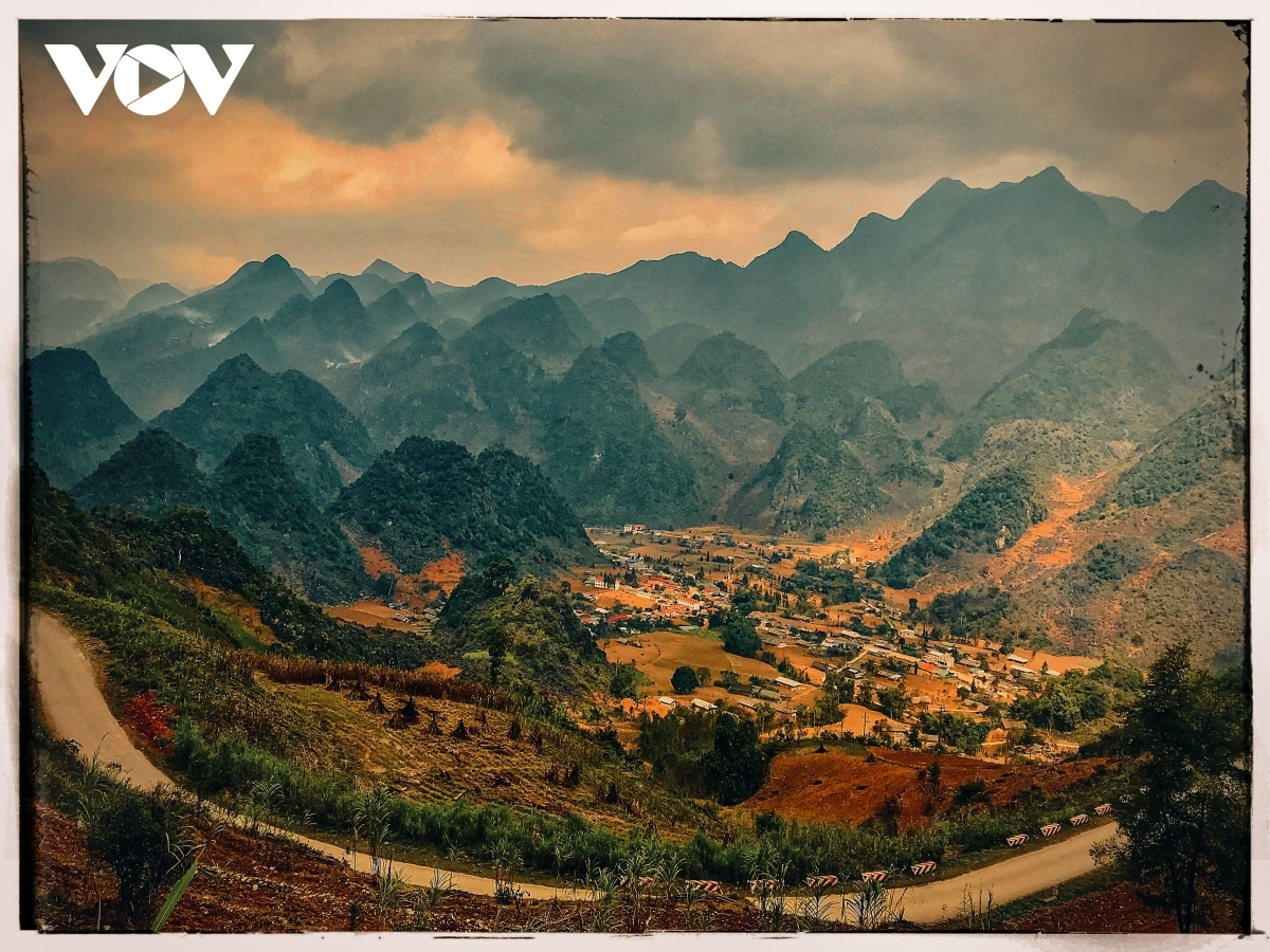 Yen Minh district appears picturesque at dawn.