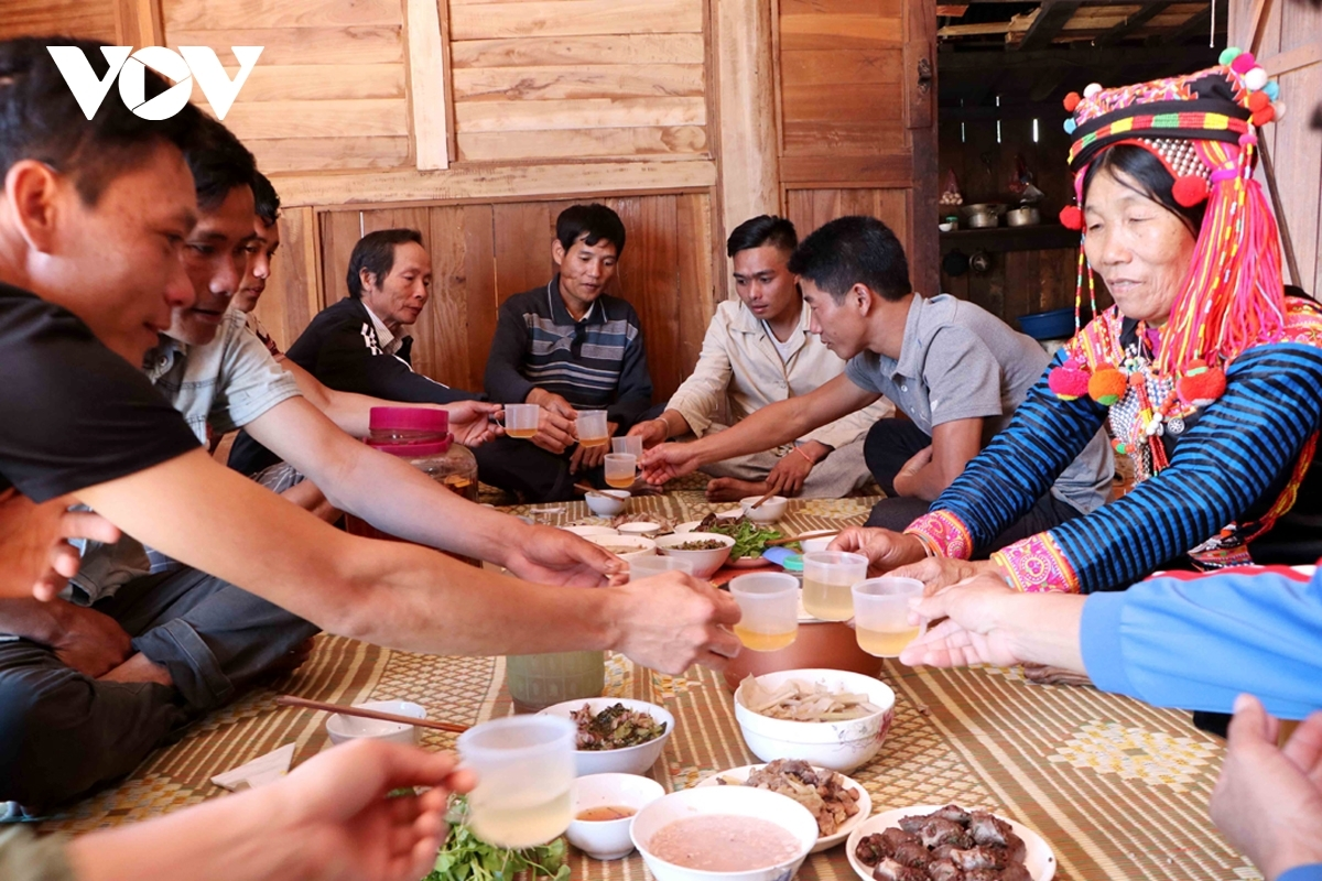 Like the Kinh, the largest ethnic group in Vietnam, the Ha Nhi hold a big party for family reunion during the Tet festival.