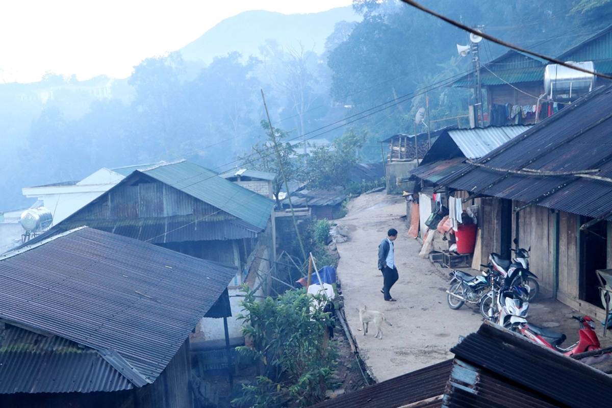 Here in Lai Chau province, they still retain many distinct cultural features, including traditional Tet (New Year) which is usually celebrated early in the 10th lunar calendar.