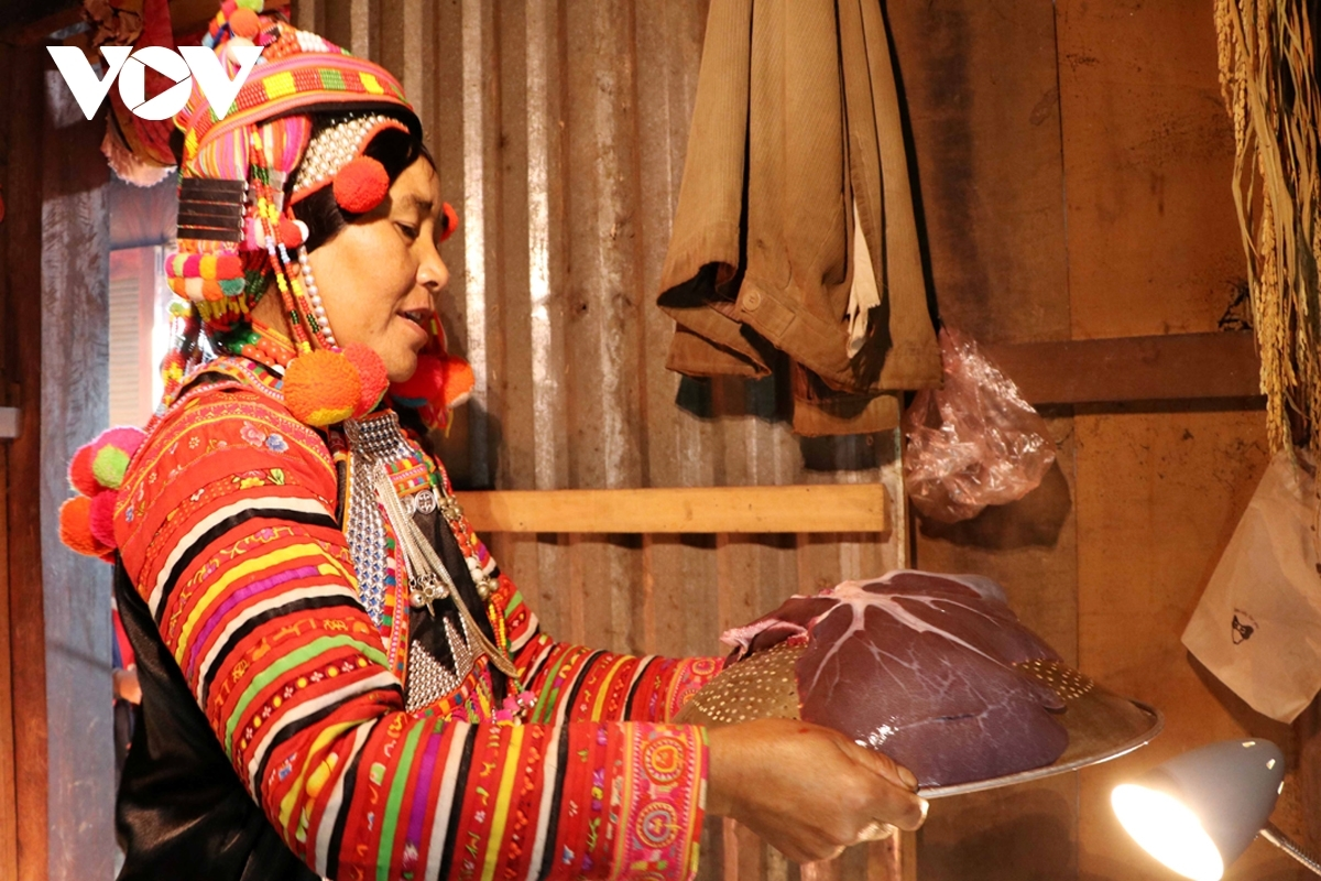 According to Ha Nhi people's traditional custom, the pig's liver is kept intact