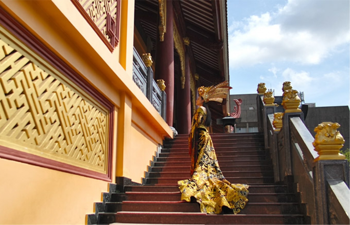 This comes after Hoa sent a video clip, which was originally recorded at Vietnam Quoc Tu Pagoda in Ho Chi Minh City, and sent it to the organising board of the beauty pageant as she competed in the national costume contest.