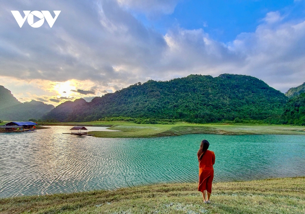 Huu Lien commune is also home to other sightseeing spots. It therefore takes some time to discover the pristine beauty and delicious traditional food that exists in this mountainous area.