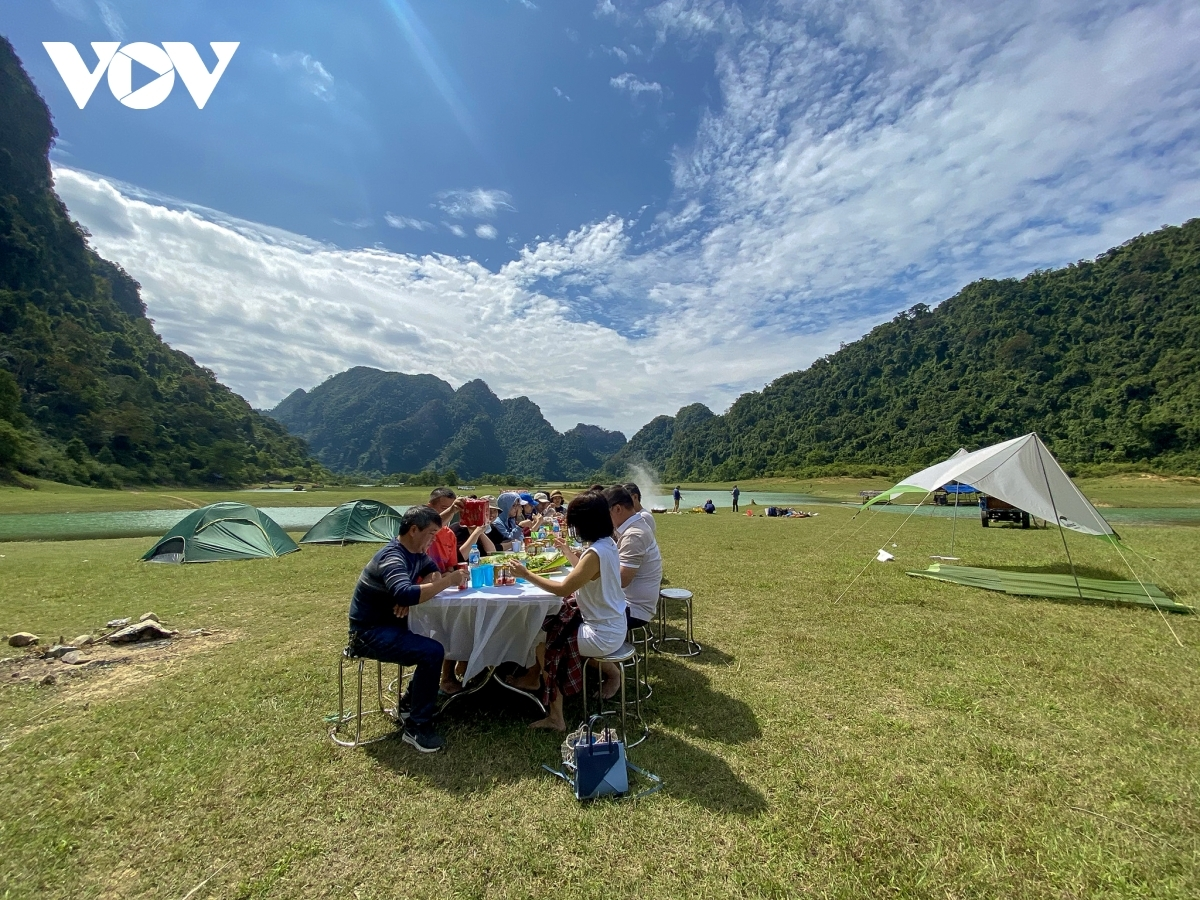 The meadow is a spacious site that is a suitable place to host various outdoor entertainment activities.