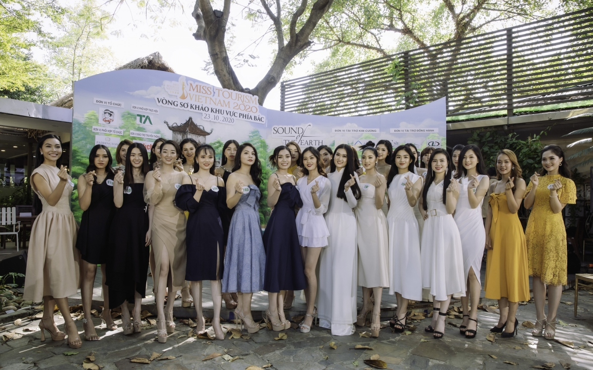 Following the conclusion of the recent preliminary rounds in the northern and southern regions of Miss Vietnam Tourism 2020, the judging panel announces that a total of 35 beauty queens have made it to the semi-finals.