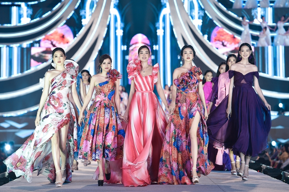 """My Linh is joined by Phuong Nga (L) and Thuy An (fourth from left), two runners-up from the Miss Vietnam 2018 pageant, as they model designs from a collection on the theme of """"The Most Beauty""""."""