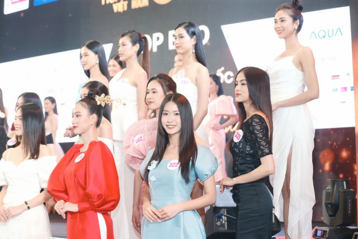 They will compete for the Miss Sea sub-title in Vung Tau city on the evening of November 12.