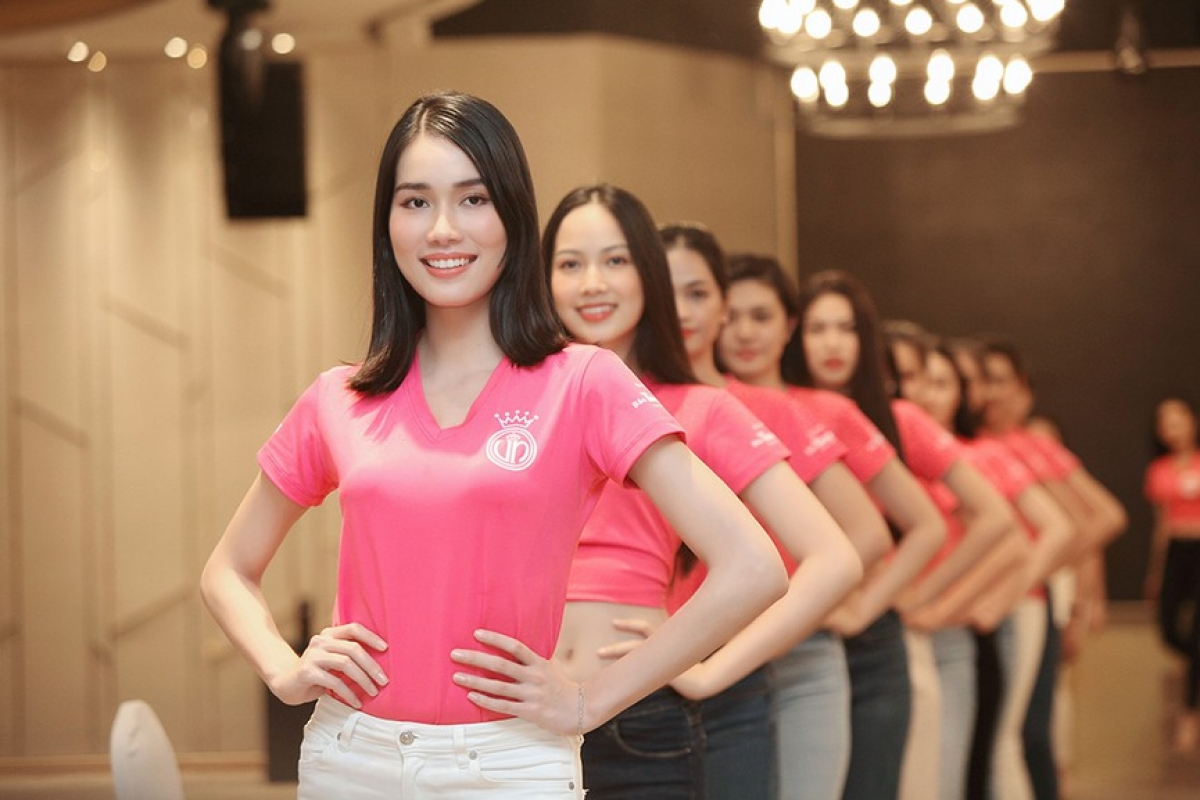 The 35 girls will now travel to Vung Tau city on November 5 in order to prepare for a diverse range of activities in the final round. The grand final of the pageant is scheduled to take place in Ho Chi Minh City on November 21.