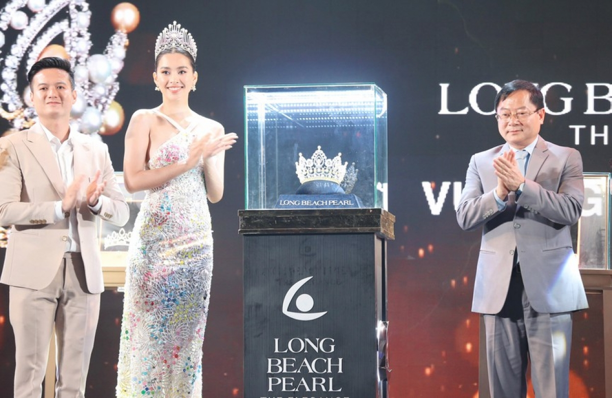 A tiara made by artisans from Long Beach Pearl company as taken six months to create and will be presented to the ultimate winner of the Miss Vietnam 2020 pageant. Furthermore, the competition's two runners-up will also receive other tiaras.