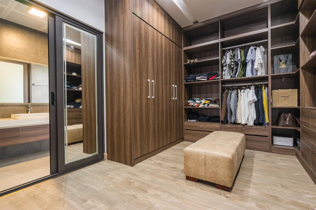 Trong phòng ngủ có phòng thay đồ, liền kề với phòng vệ sinh đem lại tiện nghi cho chủ nhân.