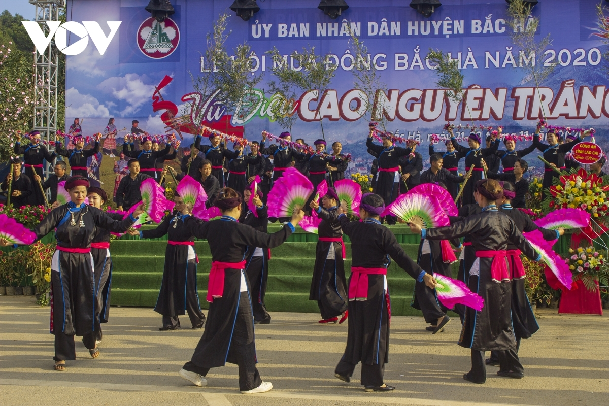 Bac Ha Plateau is a tourist destination in Lao Cai province which is home to various groups of ethnic people. The festival aims to revitalize the local tourism industry which was badly affected by the COVID-19 outbreak in the country. In the photo is Xoe dancing of local ethnic people.