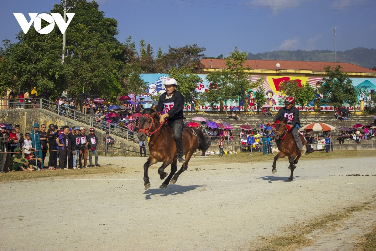 The competition is often exciting as it is loudly supported by spectators.