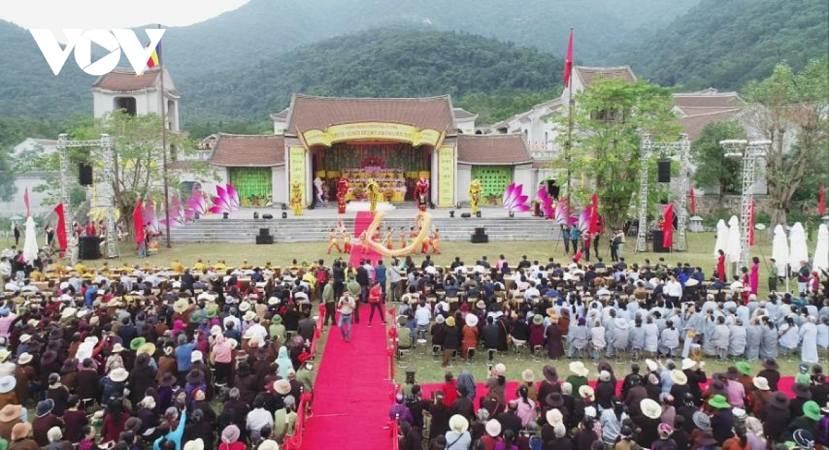 Currently underway, the annual Yen Tu festival attracts thousands of pilgrims and is set to last through to December 16.