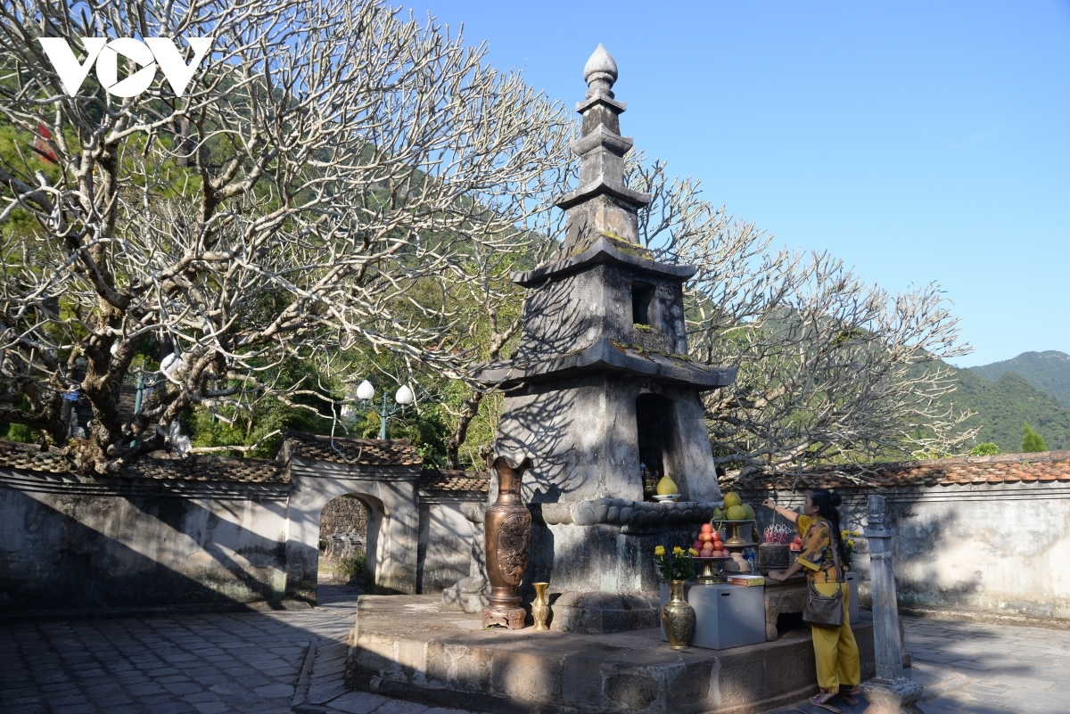 Huyen Quang tower is considered the heart of the Yen Tu cultural relic complex.
