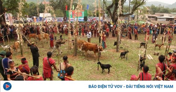 Arieu Ping, the reburial festival of the Pa Ko