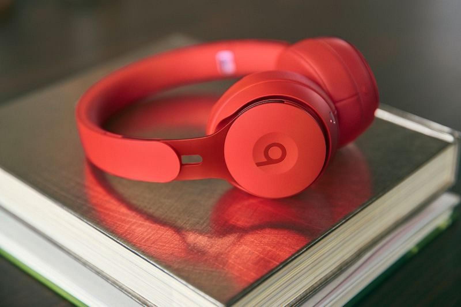 Apple ra mắt tai nghe không dây chống ồn Beats Solo Pro, giá 300 USD - Ảnh 1.